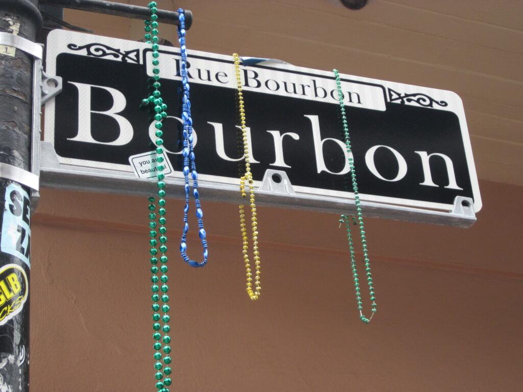 Nouvelle_Orléans_colliers_Bordon_street
